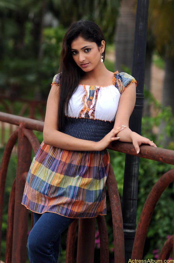Haripriya Cute Photos (2)