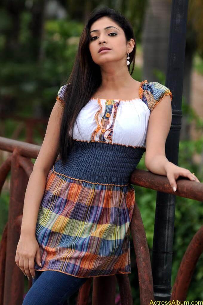 Haripriya Cute Photos (3)