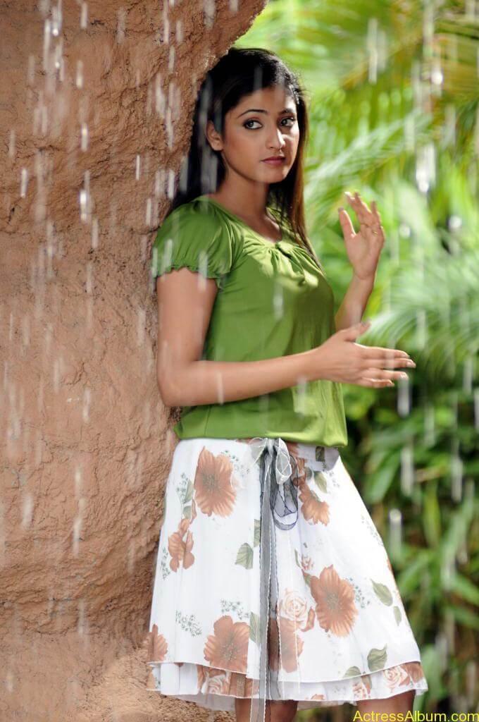 Haripriya Cute Photos (5)