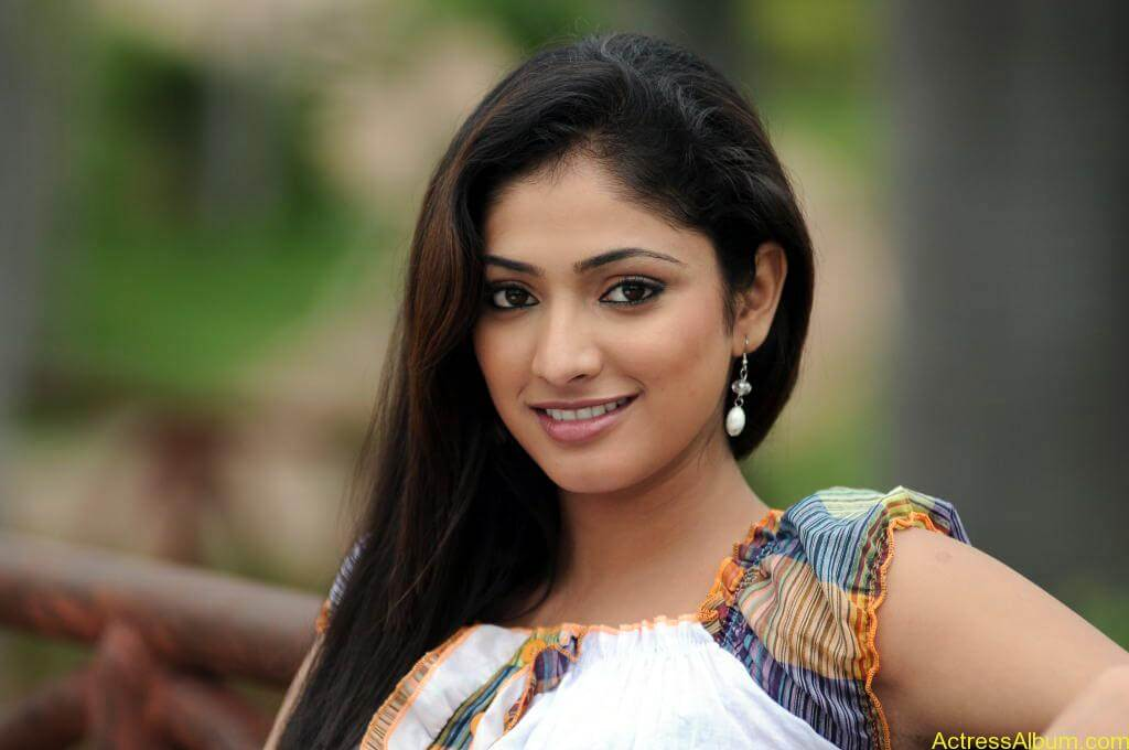 Haripriya Cute Photos (7)