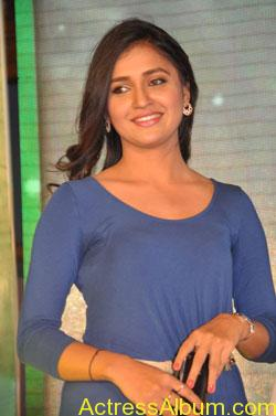 Hot-Anchor-Reshmi-in-park-Movie-104
