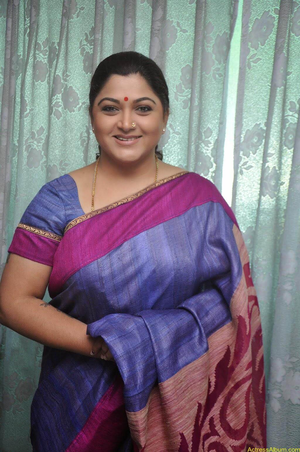 Kushboo Cute Saree Pics (3)