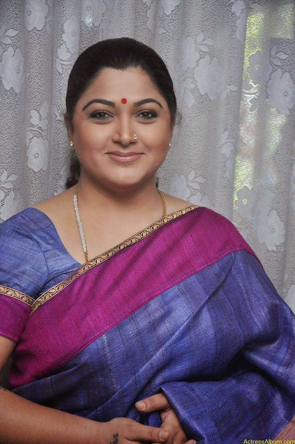 Kushboo Cute Saree Pics (8)