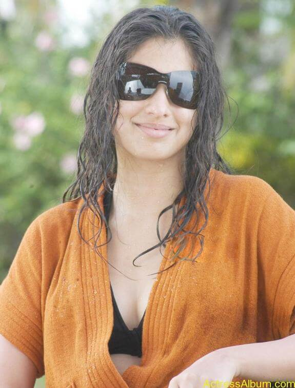 Lakshmi Rai Latest Hot Spicy Photos Stills (1)