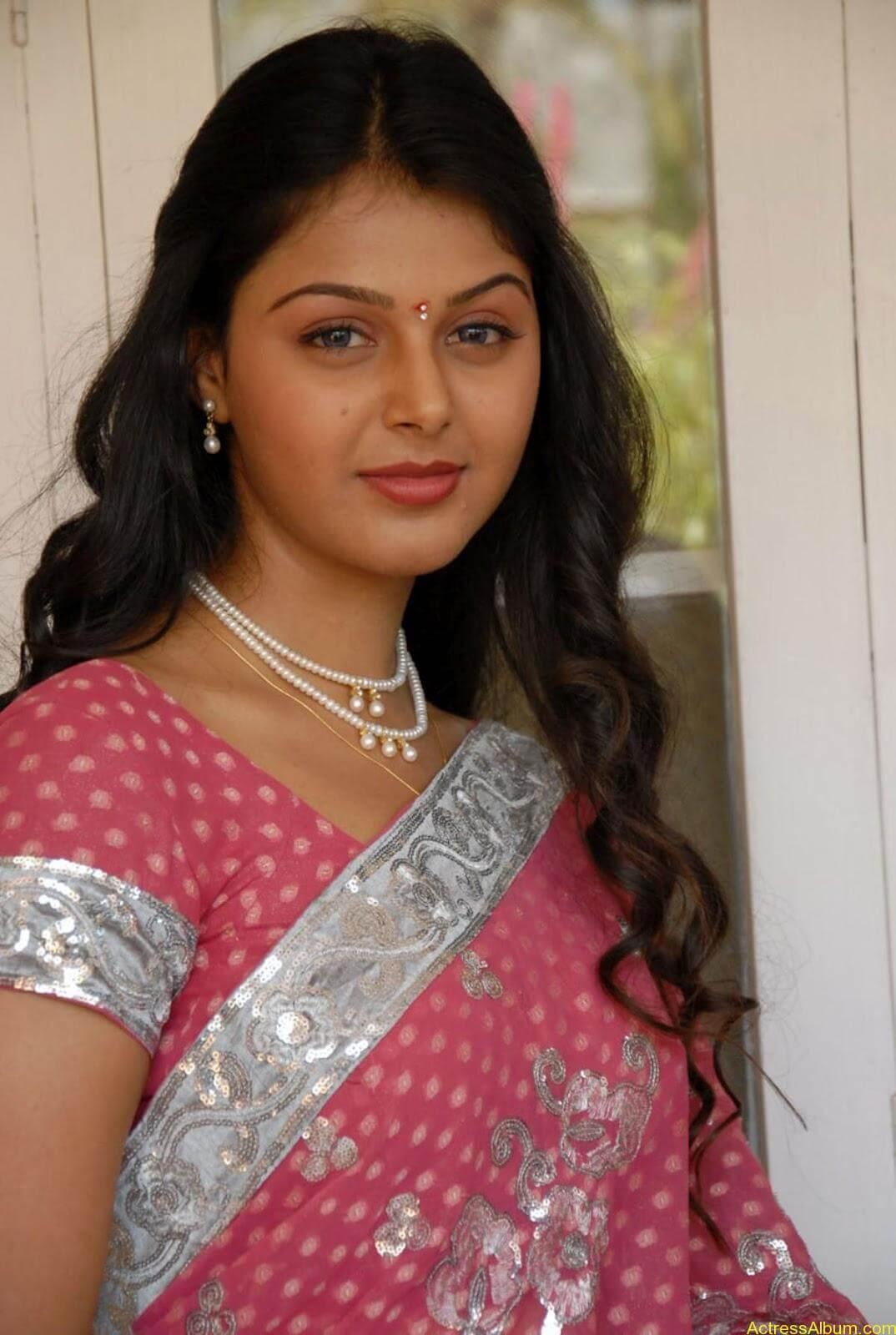 Monal gajjar Hot Saree Stills (9)