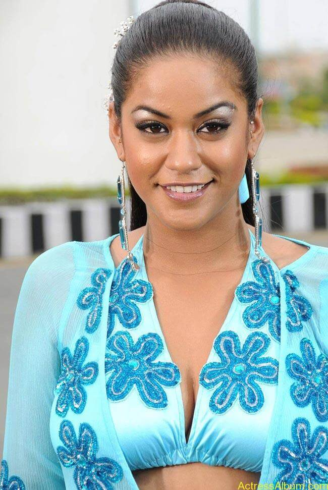 Mumaith-Khan-Hot-Photos _7_