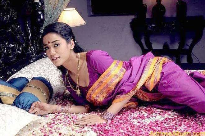 Mumaith-Khan-Stills-in-Saree _10_