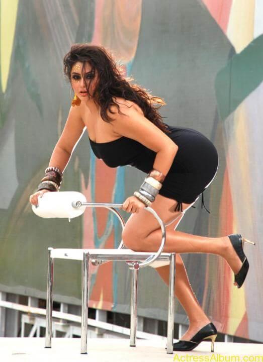 Namitha Hot In Black Dress (1)