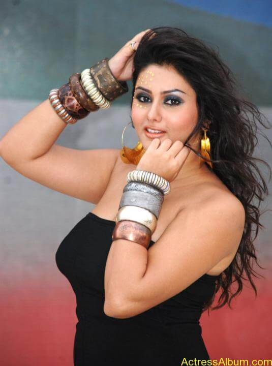 Namitha Hot In Black Dress (5)