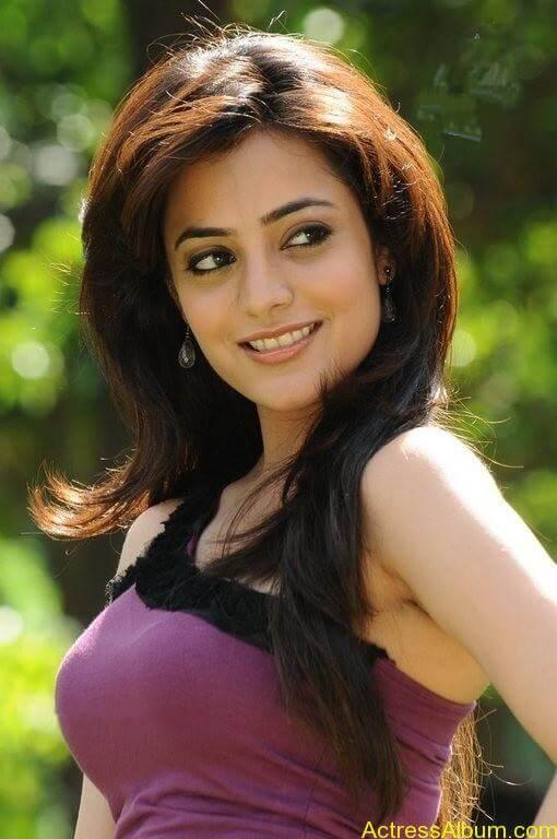Nisha Agarwal Cute Stills (11)