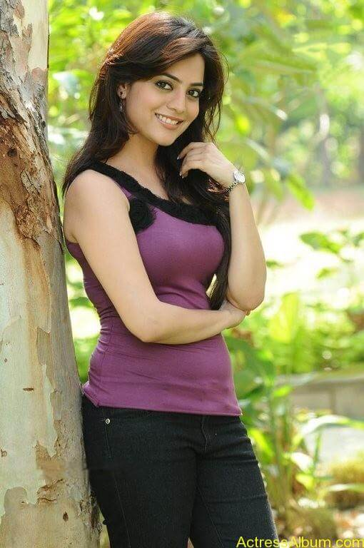 Nisha Agarwal Cute Stills (4)
