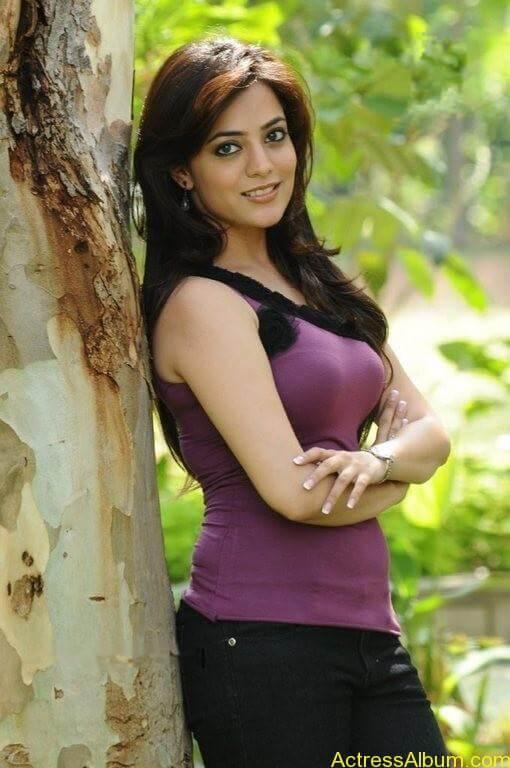 Nisha Agarwal Cute Stills (7)