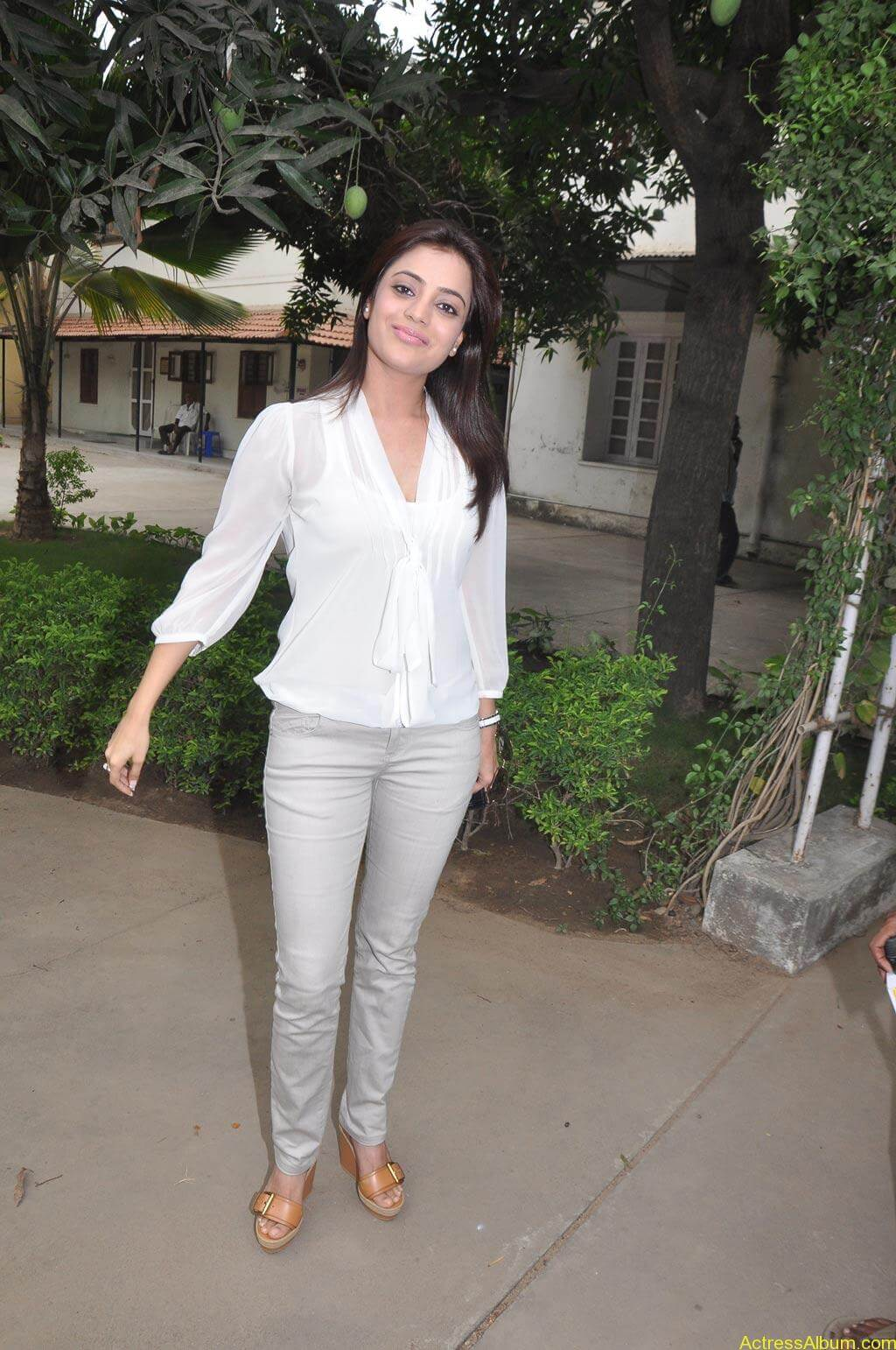 Nisha Agarwal Stills (5)
