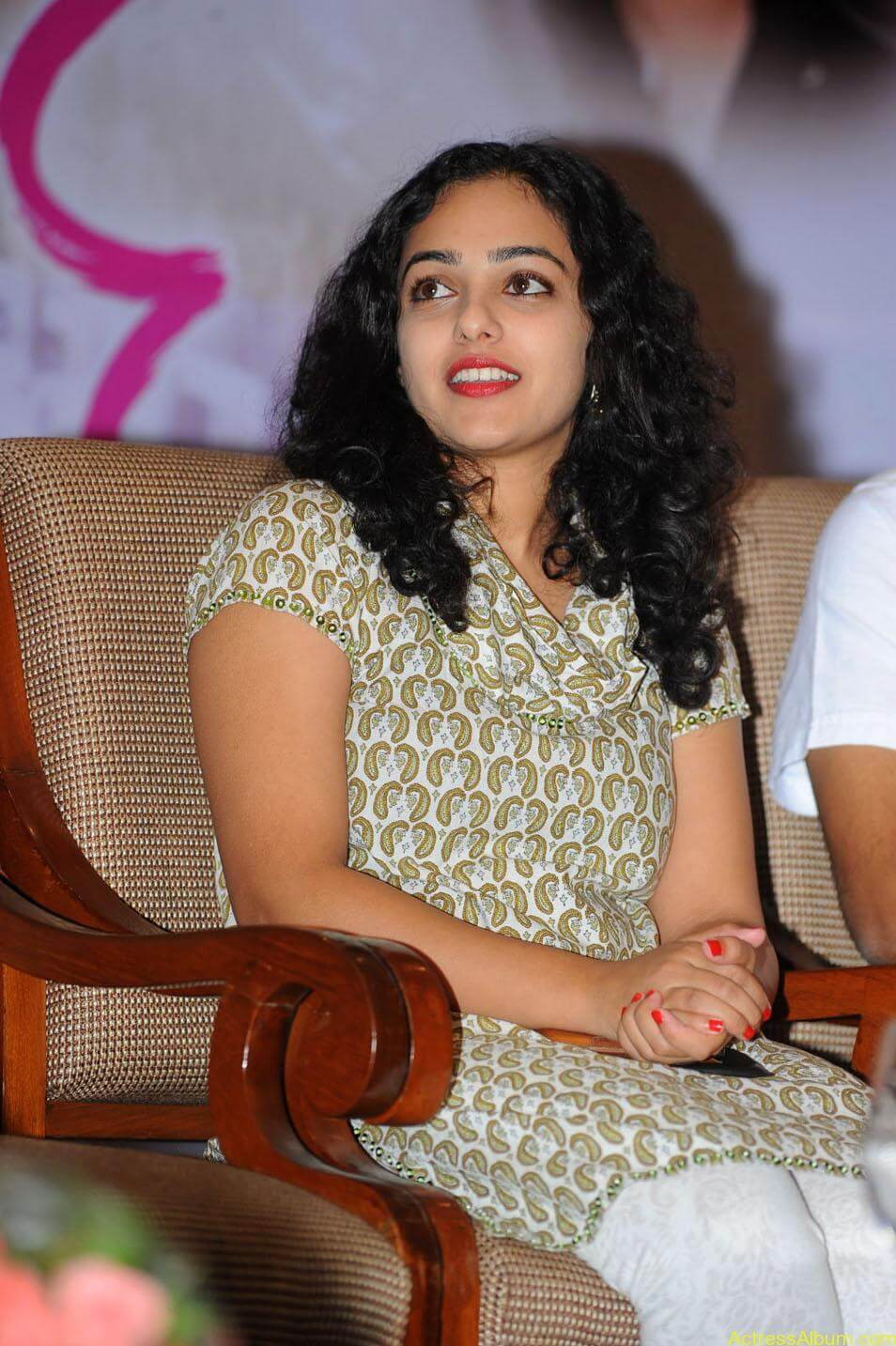 Nithya-Menon-Cute-Photos-CF-09