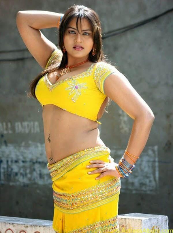 Priya Aunty_03