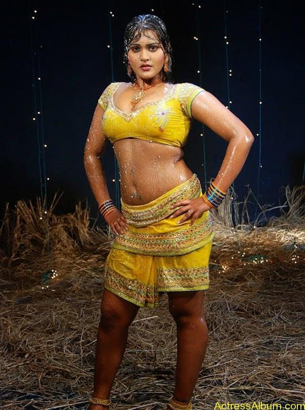 Priya Aunty_07