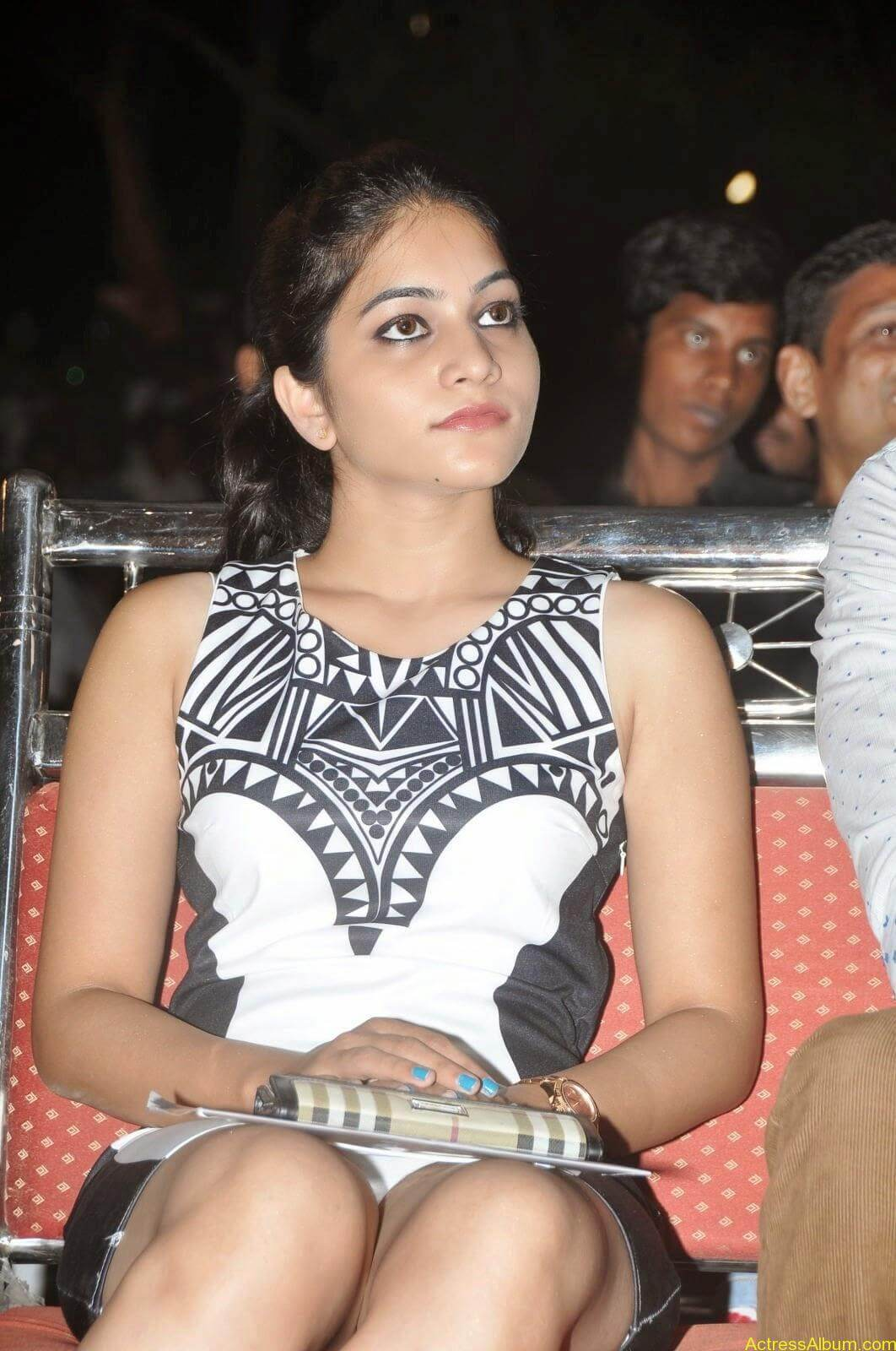 Punarnavi Bhupalam Hot Thigh Show (1)