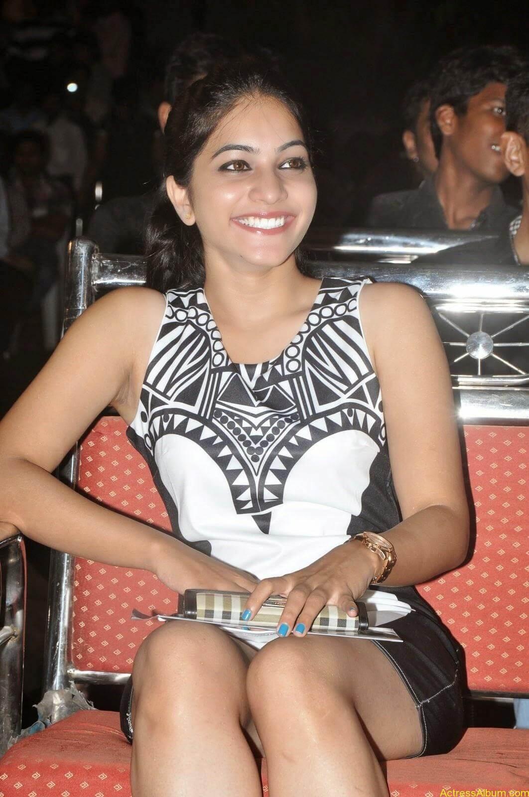 Punarnavi Bhupalam Hot Thigh Show (14)