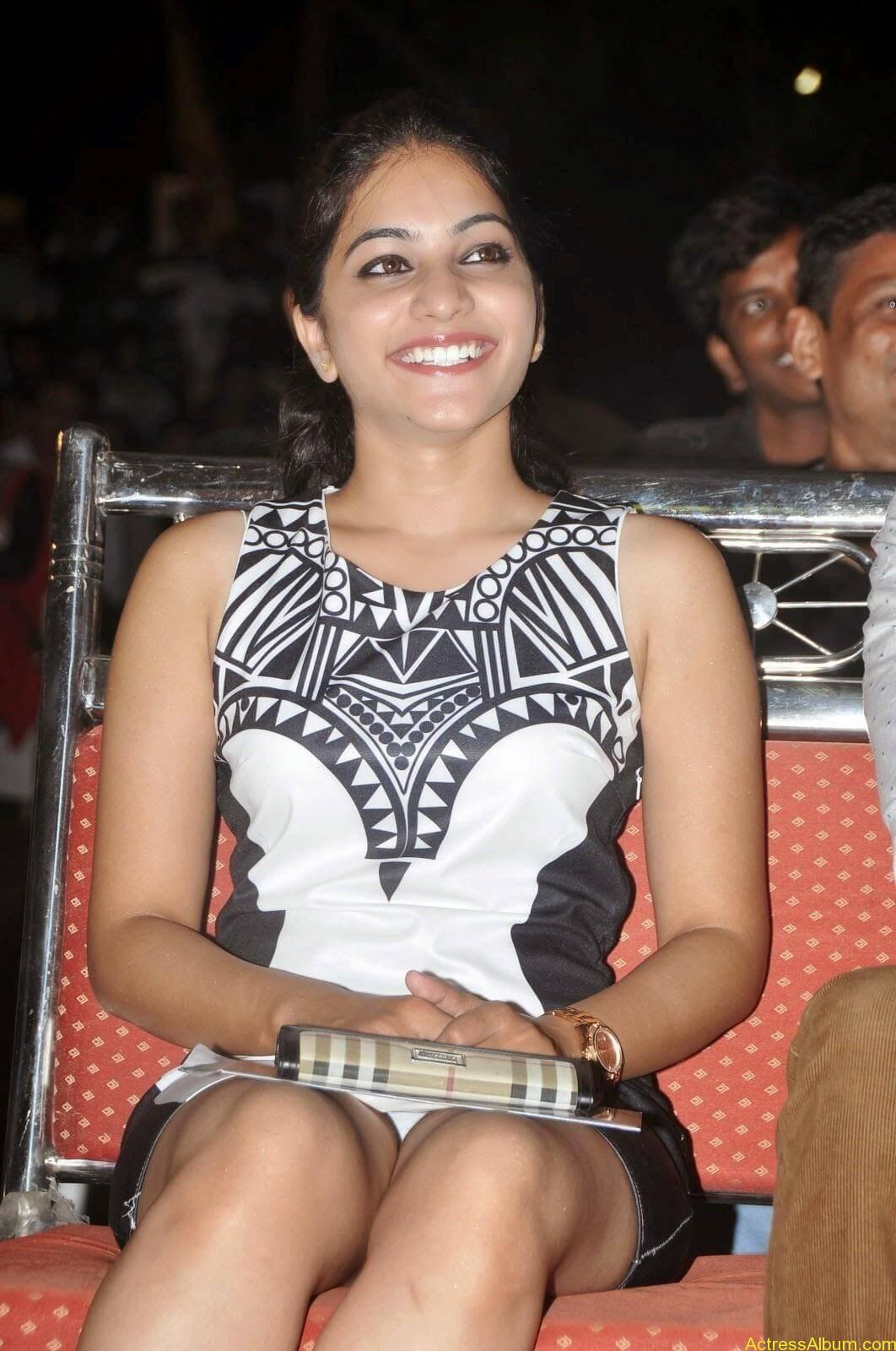 Punarnavi Bhupalam Hot Thigh Show (15)