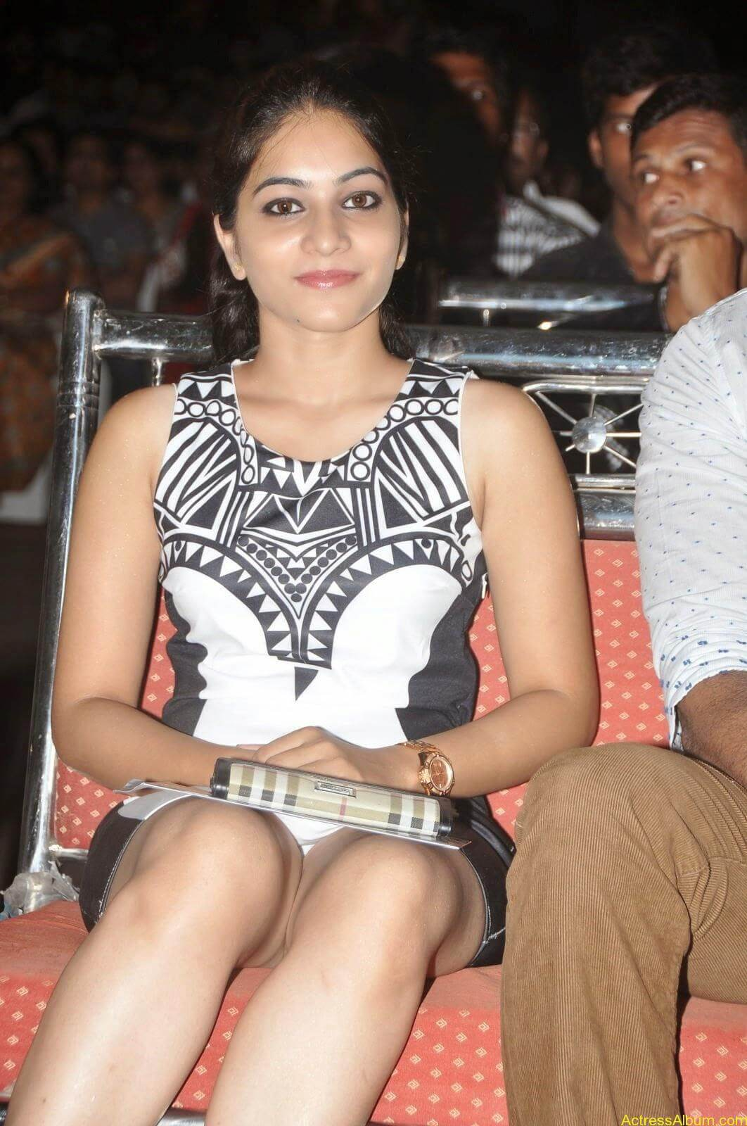 Punarnavi Bhupalam Hot Thigh Show (4)