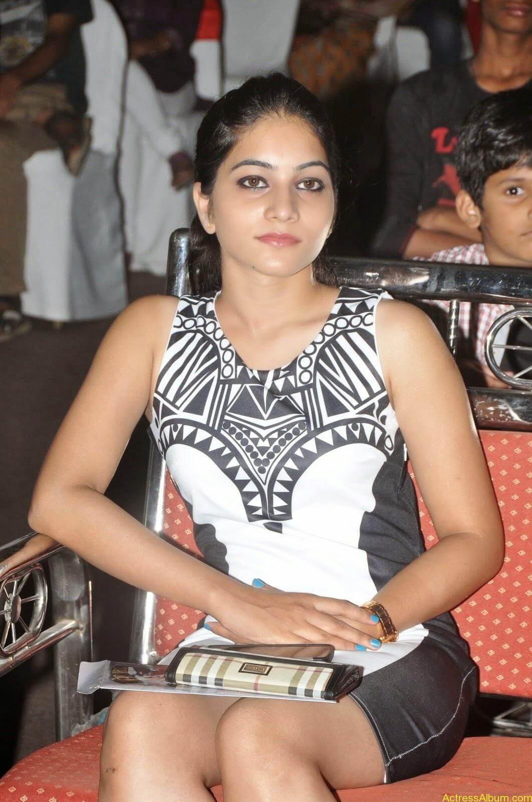 Punarnavi Bhupalam Hot Thigh Show (6)