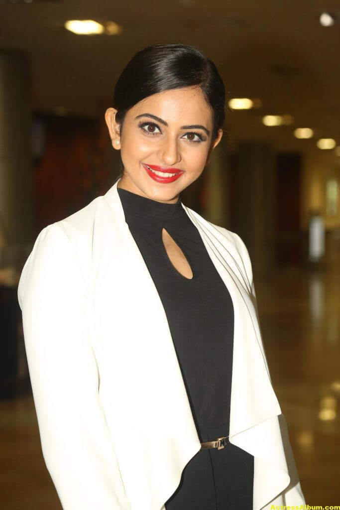 Rakul Preet Singh 2016 Latest Photos In White Dress (4)