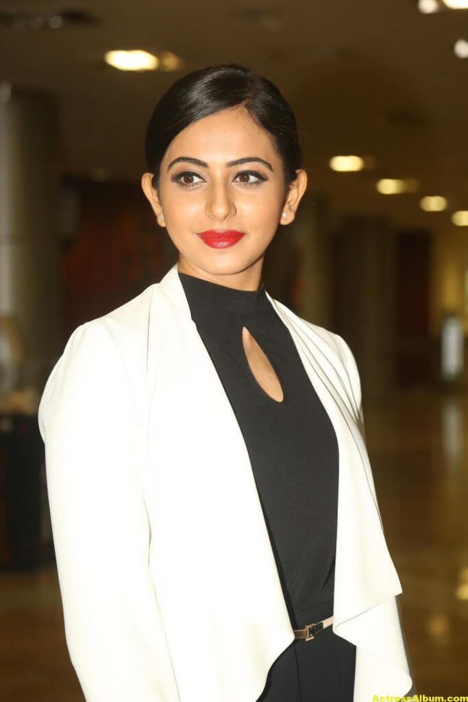 Rakul Preet Singh 2016 Latest Photos In White Dress (6)