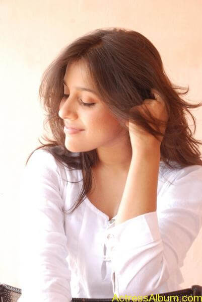 rashmi-gautam-stills-in-white