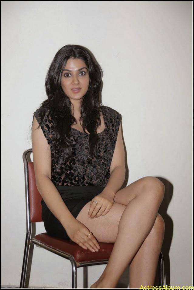 sakshi chowdary Exposing Sexy Legs Show2