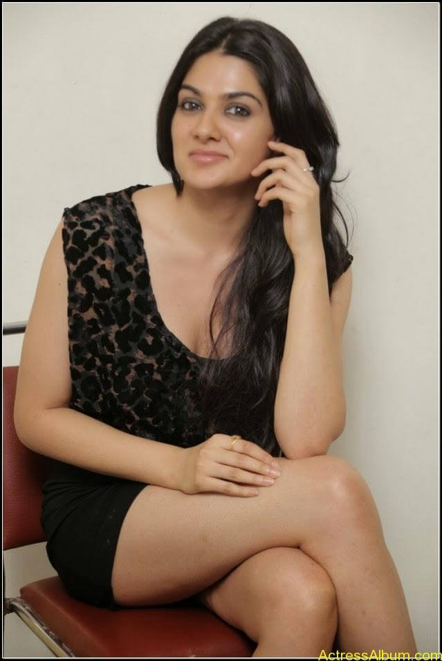 sakshi chowdary Exposing Sexy Legs Show9