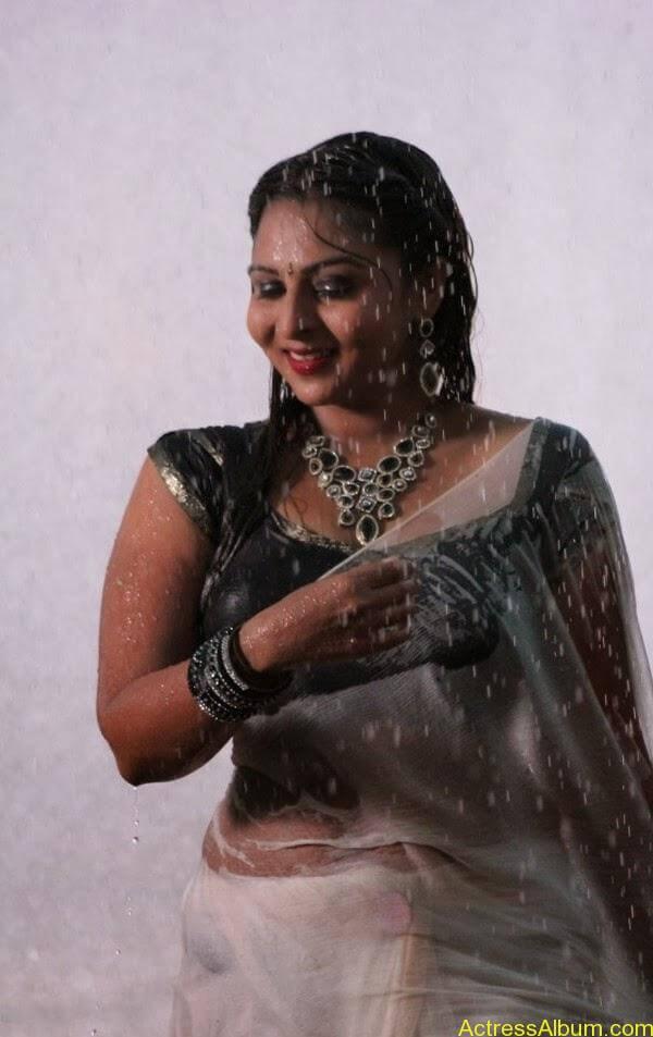 Samvrutha Sunil Hot Exposing in Rain 10