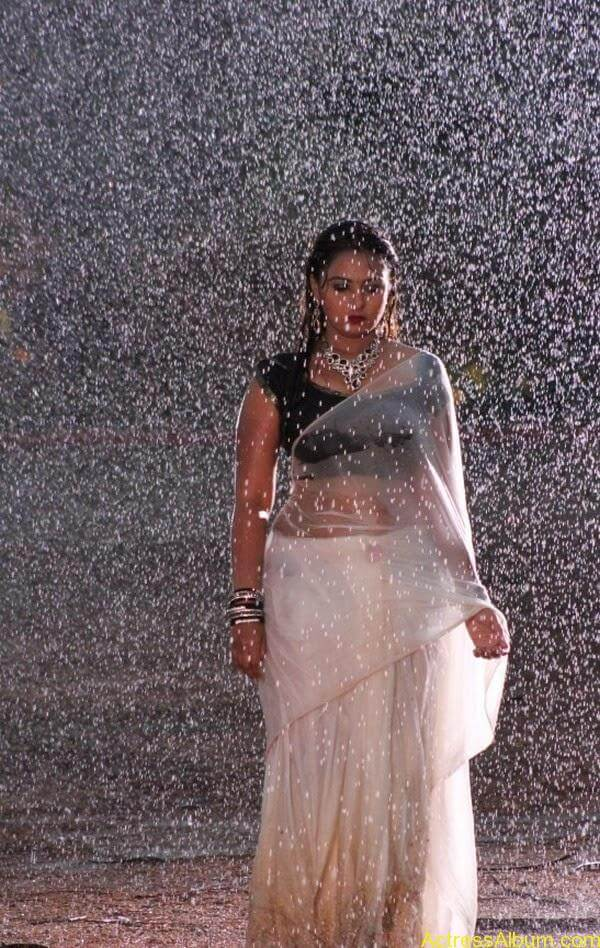 Samvrutha Sunil Hot Exposing in Rain 11