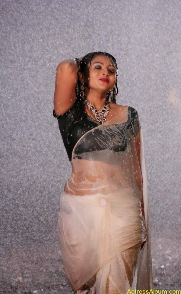 Samvrutha Sunil Hot Exposing in Rain 2