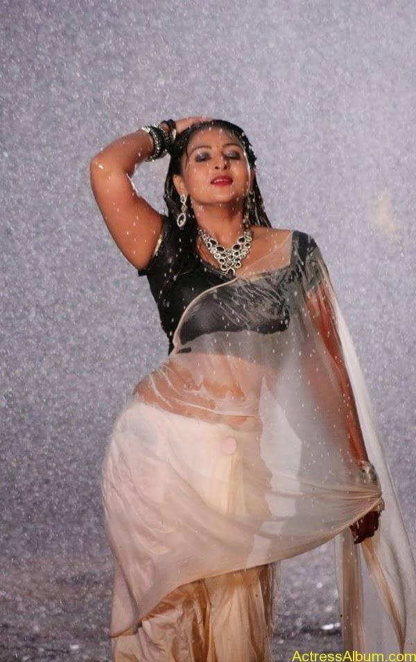 Samvrutha Sunil Hot Exposing in Rain 3