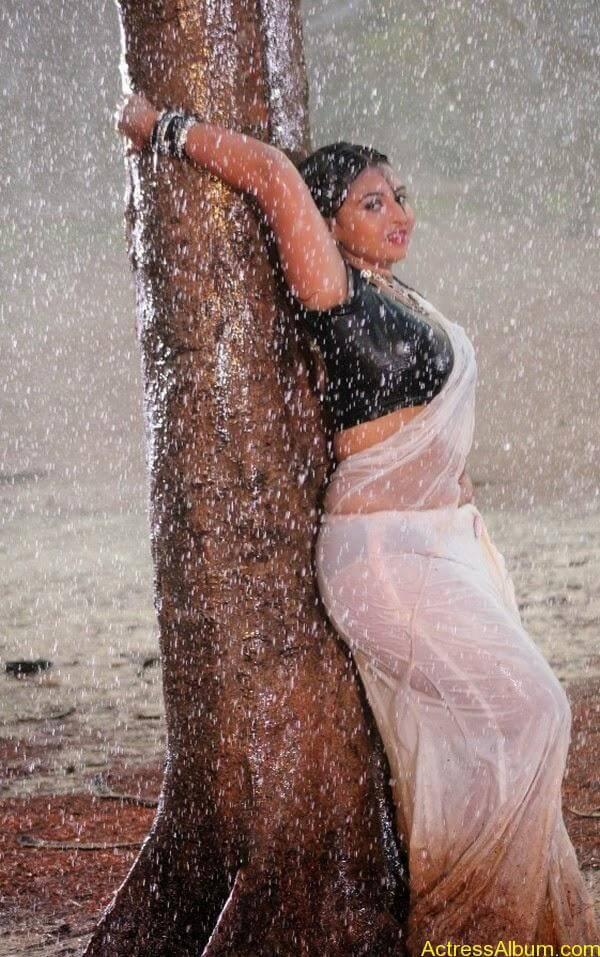Samvrutha Sunil Hot Exposing in Rain 4