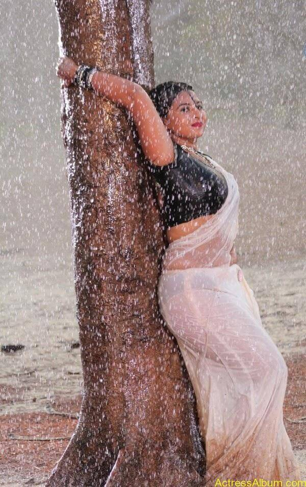 Samvrutha Sunil Hot Exposing in Rain 6