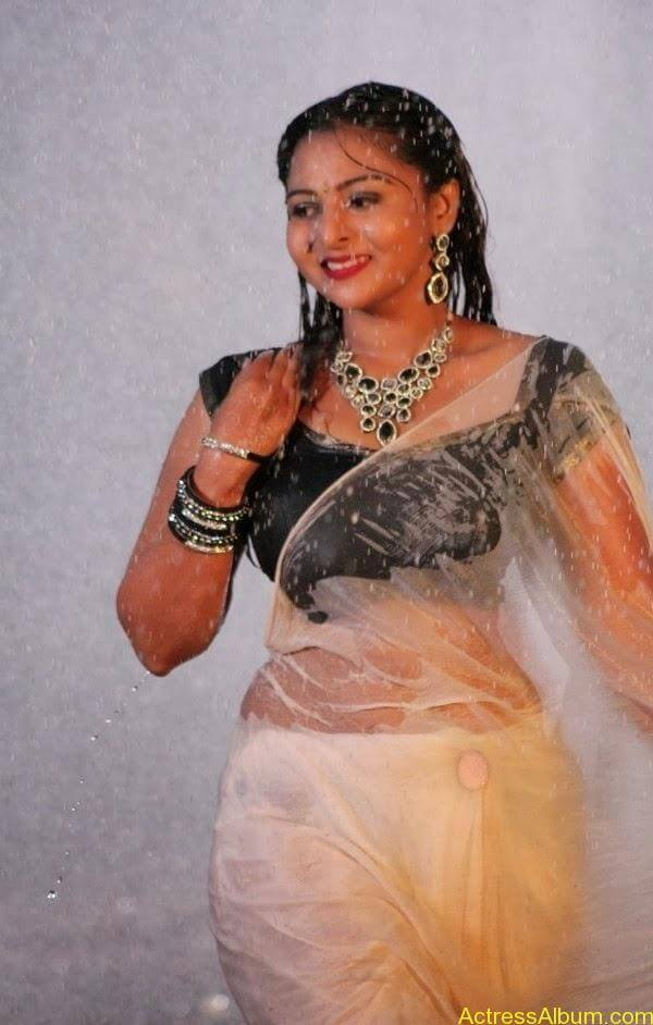 Samvrutha Sunil Hot Exposing in Rain 7