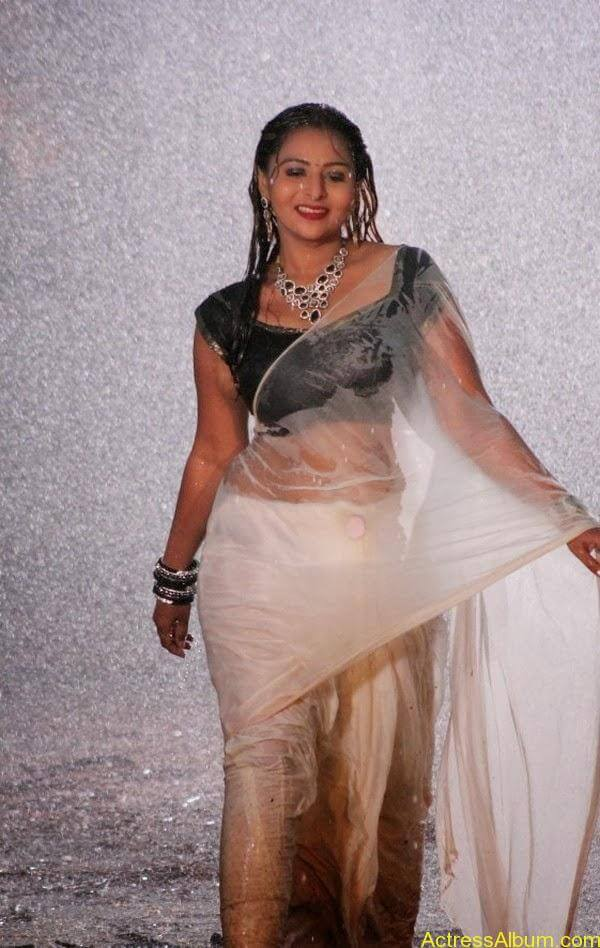 Samvrutha Sunil Hot Exposing in Rain 9