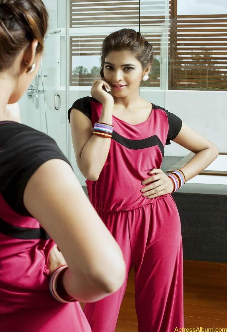 sanchita-shetty-photoshoot-Actress  (11)