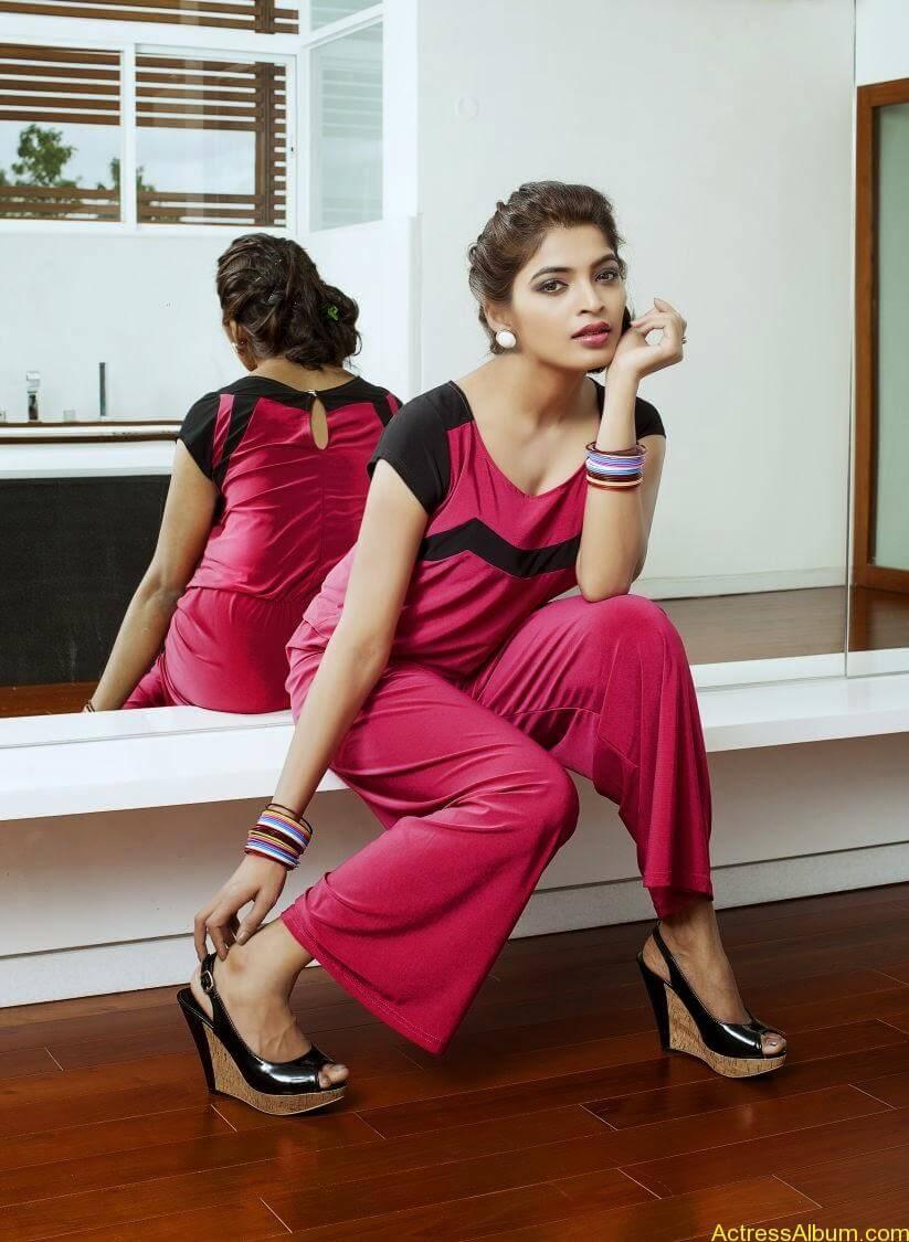 sanchita-shetty-photoshoot-Actress  (12)