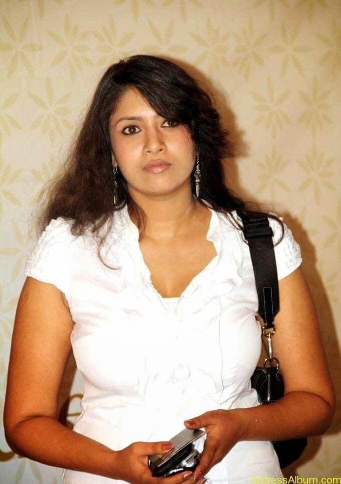 Sangavi Hot In White Dress (12)