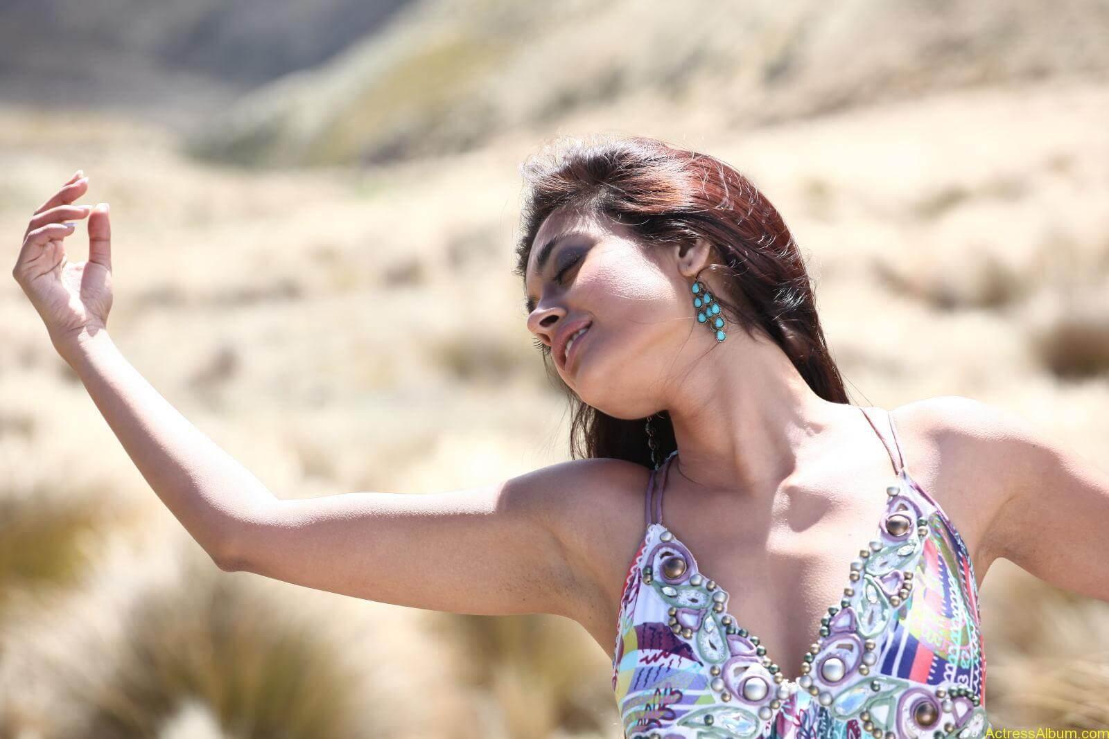 Sarah Jane Dias Hot images 11