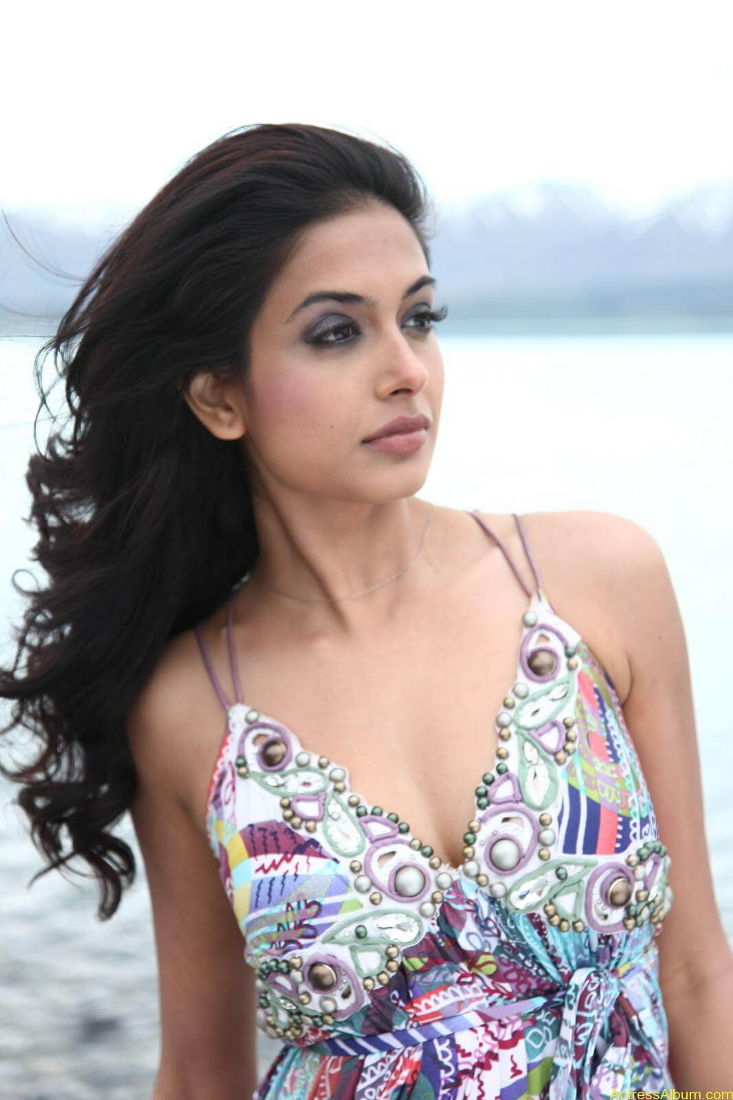 Sarah Jane Dias Hot images 5