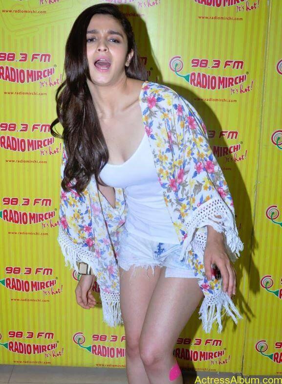 sexy-alia-bhatt-in-white-tops