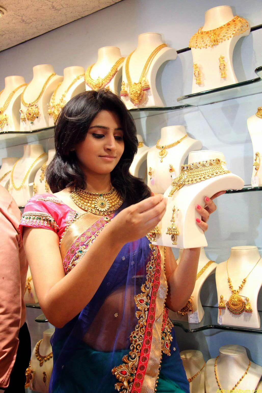 Shamli in saree at jewelry shop opening 5