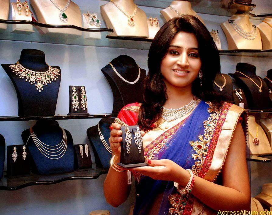 Shamli in saree at jewelry shop opening 9