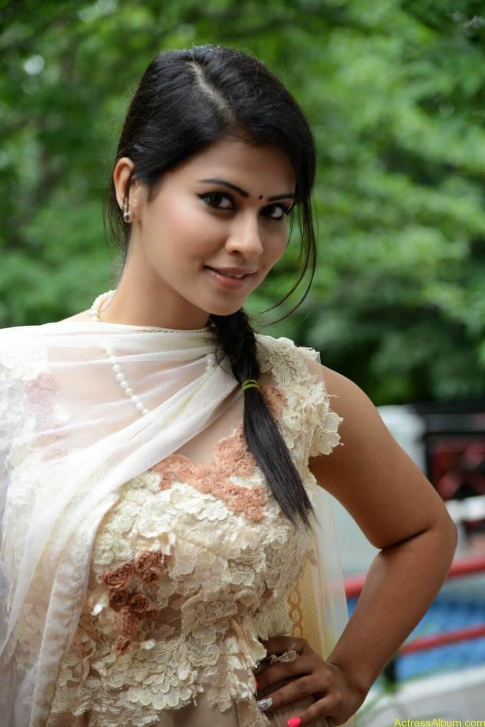 Sharmiela Mandre1