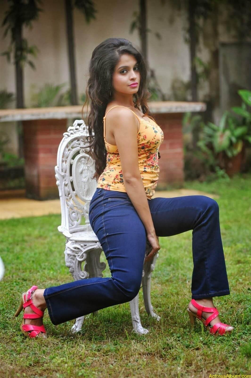 Sheena_Shahabdi_Actress (11)