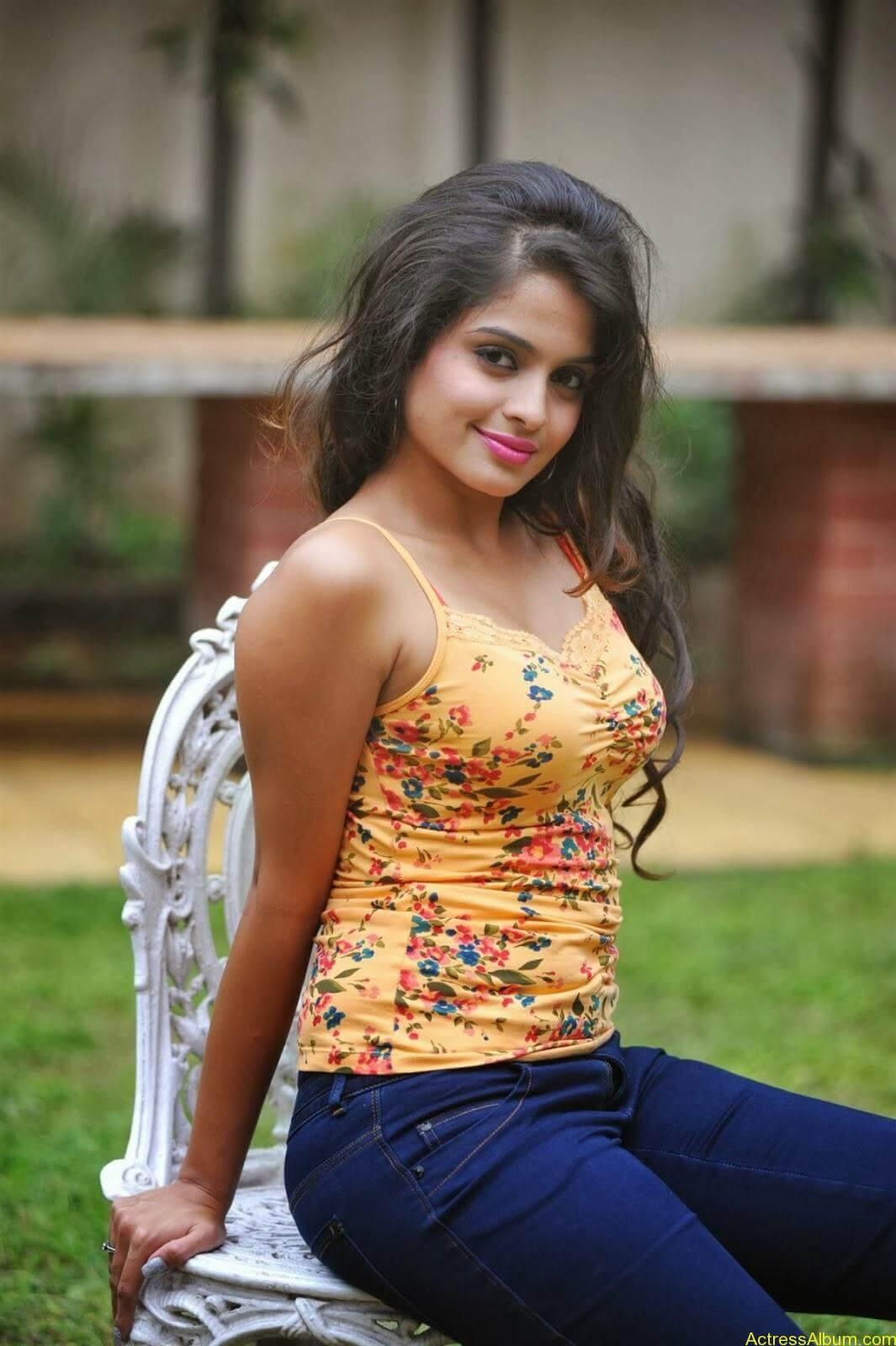 Sheena_Shahabdi_Actress  (13)