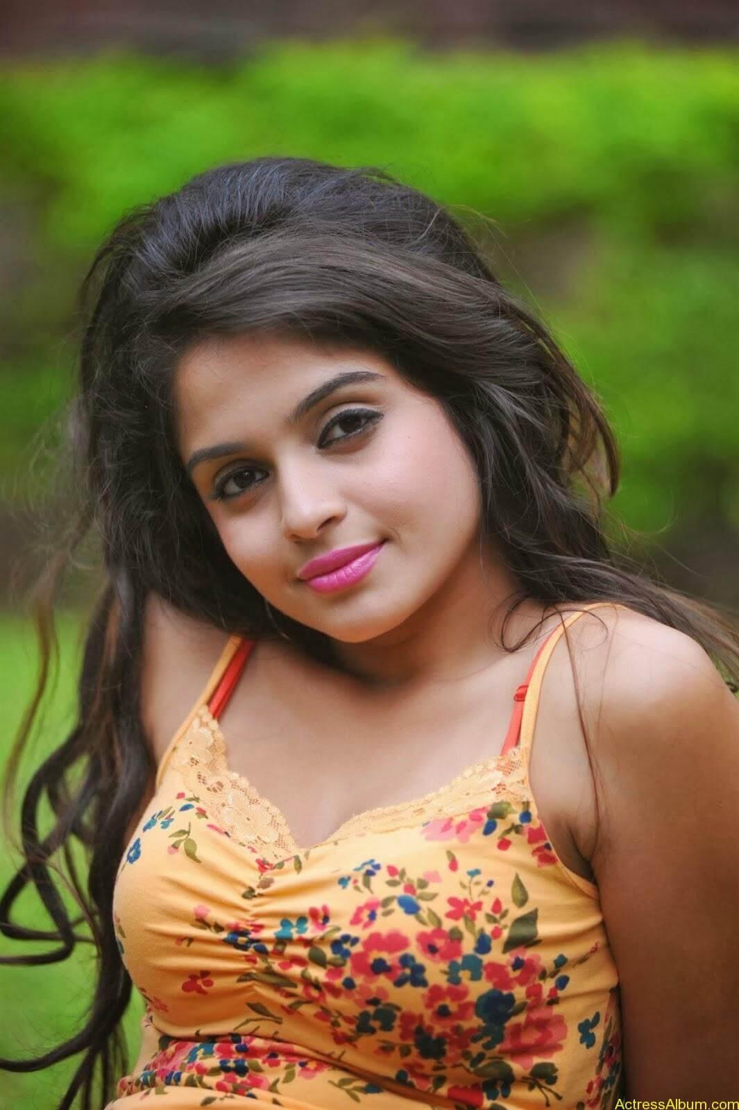 Sheena_Shahabdi_Actress  (14)